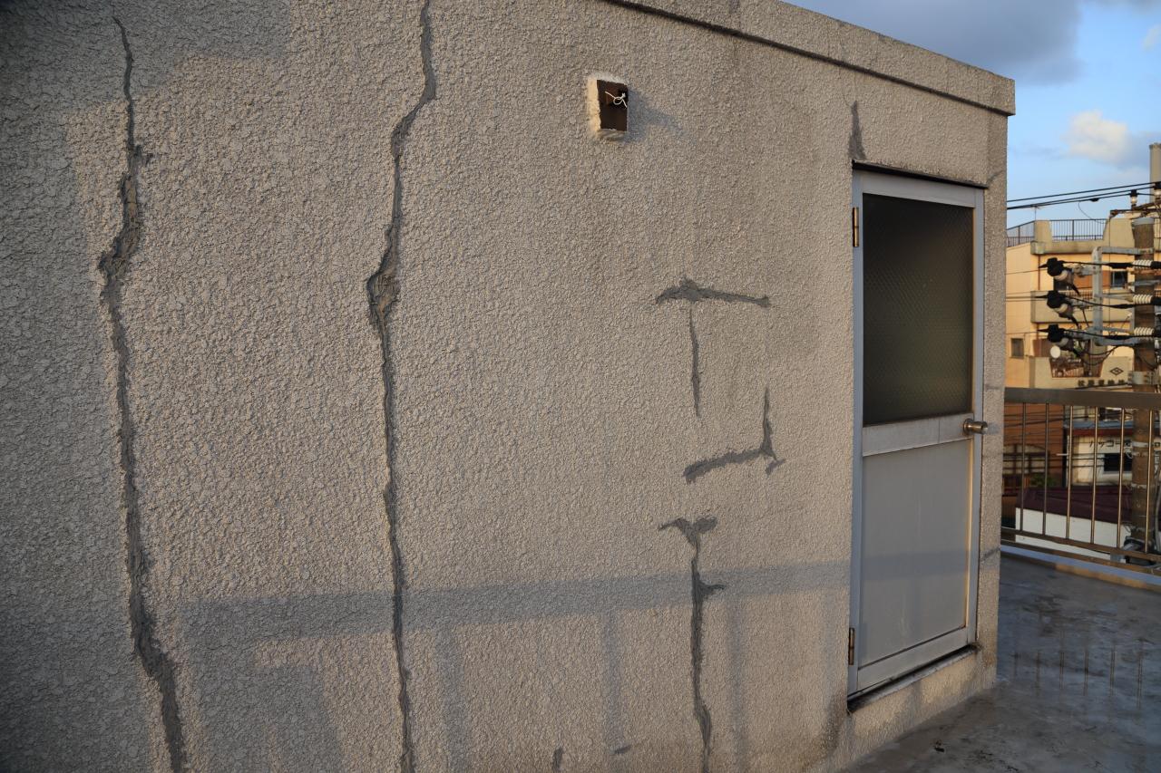 外壁に塗り付けたシリコンシーリング